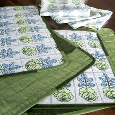 Quilted placemats • Marimekko placemats • green Marimekko Kivet • Finnish placemats • Finnish linens • VihKiruusu • Scandinavian • placemats by Plumdacity on Etsy
