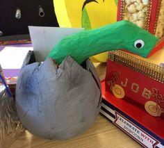 Surprise slang of dinosaurus van papier mache om een ballon Dean, Om, Planter Pots, December, Pizza, Christmas, How To Make, Kids, Toddlers