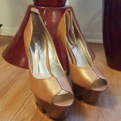 Jessica Simpson Shoes | Jessica Simpson Platform Pumps | Color: Gold | Size: 7.5 #Platformpumps Platform Pumps, Shoe Collection, Im Not Perfect, Peep Toe, Heels, Outfits, Dark, Gold, Pictures
