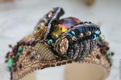 """Купить браслет с объемным жучком """"Volcano"""" - комбинированный, браслет, жесткий браслет, вышитый браслет"""