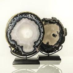 anna-casa_agate_slice_in_b_and_w_on_black_base_3Tadn1G4l9_3086.jpg