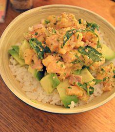Poke bowl saumon avocat rajouter oignon huile sesame et soja pr marinade et graines de sesame