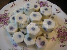 Blueberry Fat Bombs 1 scant cup blueberries (about 9/10 cup)  1 stick butter  3/4 c. coconut oil  4 oz. cream cheese, softened  ¼ c. coconut cream  Preferred Sweetener to taste