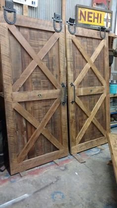 This particular photo is unquestionably an amazing design technique. Old Barn Doors, Double Barn Doors, Diy Barn Door, Barn Door Designs, Garage Door Design, Shed Doors, Garage Doors, Interior Barn Doors, Diy Wood Projects