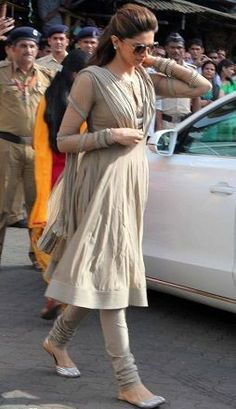 Churidar Salwar Designs for Womens in Trend - Buy lehenga choli online Salwar Designs, Kurta Designs Women, Kurti Designs Party Wear, Blouse Designs, Indian Gowns Dresses, Indian Fashion Dresses, Indian Outfits, Pakistani Dresses, Indian Attire