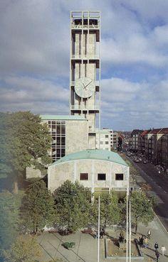 Billede fra http://www.dac.dk/Images/img/1920x1200M/(30490)/30490/Aarhus-raadhus.jpg.