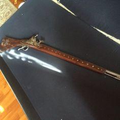 1500-as évekből származó spanyol, mesterjegyes kovas lőfegyver 10 éve szakirányú restauráláson esett át. Kérésre egyéb információval tudok szolgálni