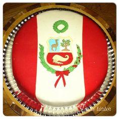 Mi hijo queria una torta peruana cuando cumplio 18 so I made him this cake con el escudo Peruano #tårta #cake #torta #peru #escudo