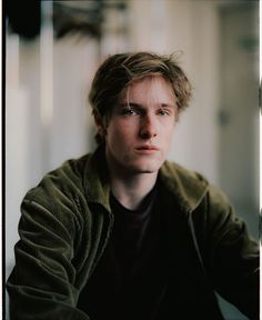 louis hoffman as remus lupin Louis Hofmann, The Secret History, Poses, Real Friends, Cute Guys, Slytherin, Character Inspiration, Writing Inspiration, Brown Hair