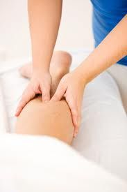 Learn the benefits of using trigger point therapy to help with muscle and fascia injuries. Proper methods to treat and prevent injuries with trigger points. Trigger Point Massage, Trigger Point Therapy, Muscle Problems, Lymphatic Drainage Massage, Sciatica Pain Relief, Hand Massage, Massage Treatment, Massage Benefits, Alternative Therapies