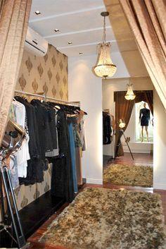Projeto desenvolvido pelo escritório 501 arquitetura para a loja Villa Sante franquiado da Lança Perfume na cidade de Santa Maria -rs em 2011.   Provador luxo.
