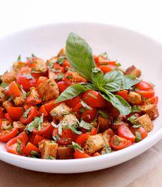 Panzanella recipe (italian salad with tomatoes, basil, bread and olive oil).