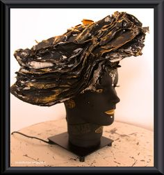 Lady in black hat it´s a lamp