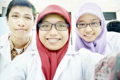 In Laboratory (and we still did selca?), Bogor, 2013.