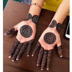 Circle Mehndi Designs, Round Mehndi Design, Pretty Henna Designs, Henna Tattoo Designs Simple, Finger Henna Designs, Full Hand Mehndi Designs, Mehndi Designs Book, Mehndi Design Pictures, Mehndi Designs For Beginners