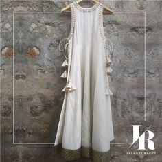 We absolutely love this Chikankari embroidered tie-up over coat! #JayantiReddy #JayantiReddyLabel #Chikankari