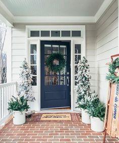 ideas for blue front door colors porch ceiling Front Door Paint Colors, Painted Front Doors, Front Door Decor, House Paint Exterior, Exterior House Colors, Beige House Exterior, Winter Porch Decorations, Christmas Decorations, Christmas Porch