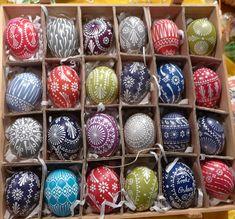 Ostermarkt in Scharfenstein Happy Easter, Easter Bunny, Easter Egg Designs, Origami, Ukrainian Easter Eggs, Diy Ostern, Plastic Eggs, Creation Deco, Egg Art