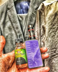 A changing room #handcheck whilst out suit shopping for my upcoming wedding!! So excited...just look how good this juice from @vapehousehi looks! Oh and the suit!   On a lovely hot day nothing nicer than some refreshing custard and kiwi!  Give them a look like and follow and don't forget to use the code ENIGMAVAPES to get 10% off that order!! @whitehousevapes @tokenvape @icevapers @vapehousehi @efest_company @mb.boxmods  @oemstreetbrew @modernvapes @mvapesuk @vapeyez @customwoodeu @wulfmods…