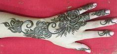 Best Arabic Mehandi Designs 2015 For Karvachauth & Diwali Black Mehndi Designs, Henna Designs Feet, Best Mehndi Designs, Bridal Mehndi Designs, Mehandi Designs, Unique Henna, Black Henna, Diwali Festival, Flower Making