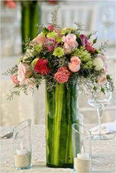 Centro de mesa elegante moderno, hacemos realidad tus sueños, decora tu boda con originales arreglos florales.