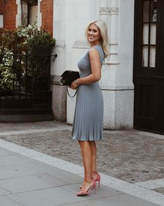 What a week! Here's another pic from London. Love the dress from - She's one of my favorite designers from Estonia Work Fashion, Modest Fashion, Chic Outfits, Fashion Outfits, Party Outfits, Easy Clothing, Mom Dress, Business Fashion, Business Casual