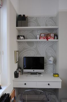 home office nook with open shelves and white built-in desk. Patterned wallpaper ties it all together and makes it interesting. Alcove Desk, Desk Nook, Office Nook, Closet Office, Alcove Ideas Bedroom, Kids Bedroom, Closet Nook, Corner Closet, Closet Wall