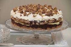 My Little Kitchen: Smash Cake Pudding Desserts, No Bake Desserts, Candy Recipes, Dessert Recipes, My Favorite Food, Favorite Recipes, Banana Split Dessert, Norwegian Food, Snacks