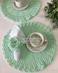 No photo description available. Crochet Kitchen, Crochet Home, Crochet Gifts, Crochet Baby, Crochet Placemats, Crochet Dishcloths, Crochet Doilies, Vintage Crochet Patterns, Crochet Designs
