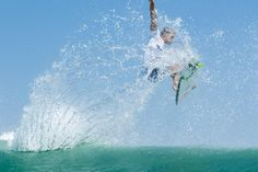 World Surf League: Hurley Pro Round 3 / Heat 3でのブラジルのFilipe Toledo(BRA)は、得意のエアリアルを連発し、9.7ポイントのハイスコアを獲得した。