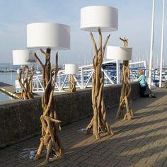 lampadaires originaux avec pieds en bois flotté
