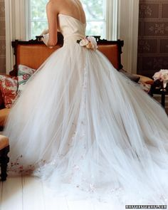 I'm honestly not the kind of girl to get all giddy over weddings, but this is just flat-out pretty.