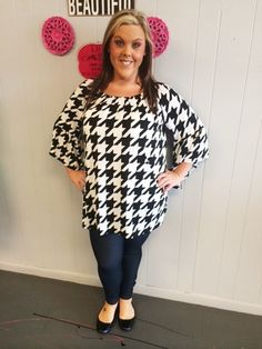 Black and White Large Houndstooth Top - #blondellamydean #plussizefashion…