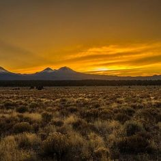 Sunset over the Cascade Mountain Range in Central Oregon ------------------------ @extreme_oregon