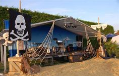 Google Image Result for http://themed-event.co.uk/assets/images/themed-events/themes19-27/Pirates-theme-l.jpg