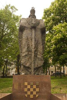 """Die 1997 in Tomislavgrad, Bosnien-Herzegowina eingeweihte """"König Tomislav-Statue"""", die den Herrscher des Kroatischen Königreichs im 10. Jahrhundert abbildet, ist den Gefallenen der """"König Tomislav-Brigade"""" gewidmet. Die Brigade wurde als Truppe des Kroatischen Verteidigungsrates gegründet."""