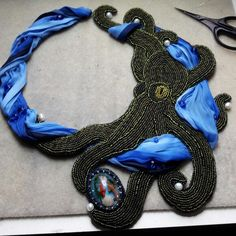 Work in progress - Deep sea necklace. Die Arbeit geht weiter am Tiefsee-Collier.