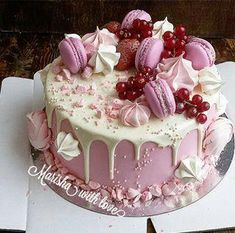 Awesome Birthday Cake Ideas for Girls - backideen - Macarons Pretty Cakes, Beautiful Cakes, Amazing Cakes, Creative Birthday Cakes, Creative Cakes, Birthday Treats, Cake Birthday, Mini Cakes, Cupcake Cakes