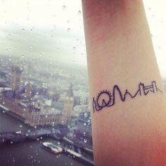 Mini Tattoo für die britische Hauptstadt London auf der inneren Seite des Unterarms