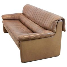 For Sale on - Premium quality De Sede midcentury three-seat sofa in thick buffalo leather. The fine cognac brown leather is in original and Superb condition with Thick Leather, Brown Leather, Cool Furniture, Modern Furniture, Buy Sofa, Sofa Shop, Vintage Sofa, Leather Sofa, Modern Chairs