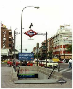 Acceso a la estación de Ciudad Lineal Fecha: Década de 1980 Madrid Metro, Metro Rail, Metro Subway, Foto Madrid, U Bahn, Nostalgia, Barcelona, Spain, Street View