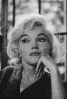 Marilyn Monroe at home during her LIFE interview with Richard Meryman, 7/4/62.  Photo by Allan Grant.