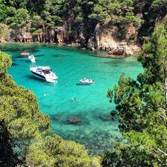 Begur al cor de la Costa Brava, Girona - Catalunya - les aigües turqueses d'Aiguablava.