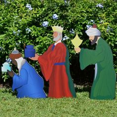 The printed Three Wise Men Nativity Figures look so realistic in our color scene! Outdoor Christmas Figures, Outdoor Nativity Sets, Outside Christmas Decorations, Christmas Yard Art, Christmas Stencils, Christmas Nativity Scene, Nativity Crafts, Christmas Drawing, Christmas Wood