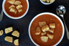 Declicious and Healthy Roasted Tomato & Garlic Soup Recipe