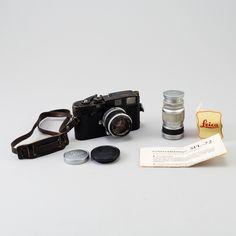 Leica m2 for sale at Bukowskis! https://www.bukowskis.com/sv/lots/882551-kamera-leica-m2-nr-948690-wetzlar-tyskland-1958-med-tva-objektiv