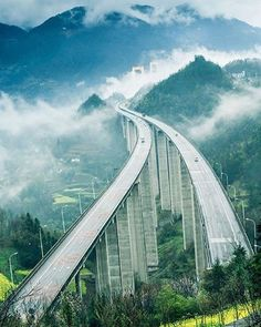 Shiduhe Bridge in Enshi, Hubei Province is built in a valley at average altitude of 1000 meters, stretching 1365 meters. Ing Civil, Beam Bridge, Wonderful Places, Beautiful Places, Bridges Architecture, Bridge Engineering, Scary Bridges, Bridge Design, Suspension Bridge