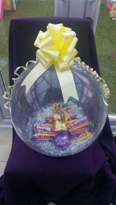 Stuffed Balloons, Custom Easter Baskets, Minnie Mouse Balloons, Balloon Gift, Balloon Decorations Party, Ideas Para Fiestas, Balloon Bouquet, Gift Hampers, Unicorn Birthday Parties
