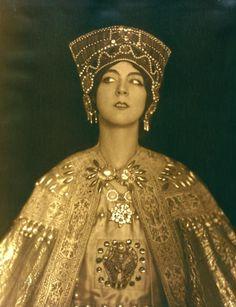 Ruth St. Denis in Theodora - ID: den_0502v - NYPL Digital Gallery