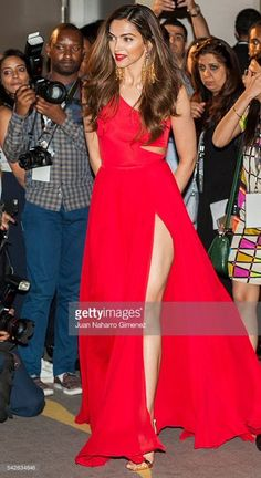 Indian actress Deepika Padukone attends the press conference for the edition of IIFA Awards at the Palace Hotel on June 23 2016 in Madrid Spain Indian Bollywood Actress, Bollywood Fashion, Indian Actresses, Indian Celebrities, Bollywood Celebrities, Deepika Padukone Style, Deepika Ranveer, Indian Beauty, Priyanka Chopra